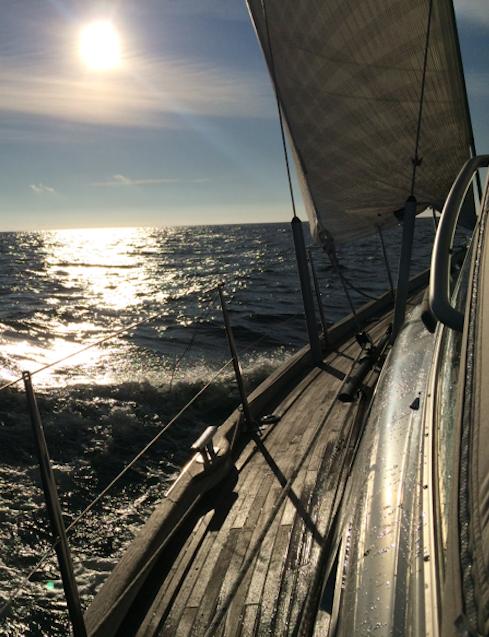 På väg ut på havet en morgon i Oktober