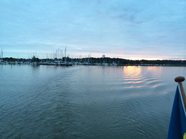 Lämnar Trosa Hamn kl. 0340, solen är på väg upp