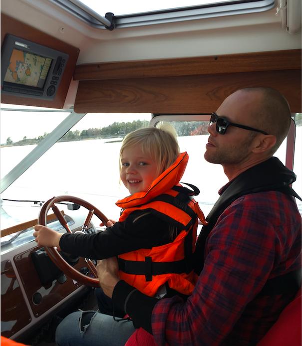 provkörning begagnad båt med familjen